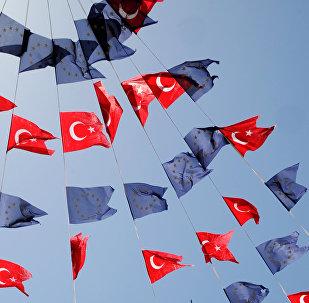 Banderas de UE y Turquía