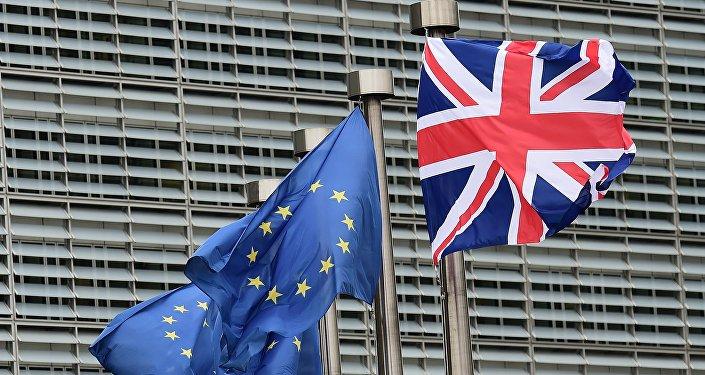 Banderas de la Unión Europea y el Reino Unido