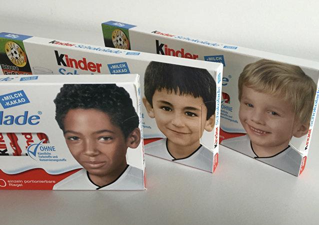 Las fotos infantiles de futbolistas de diferentes nacionalidades en los envoltorios de Kinder Chocolate