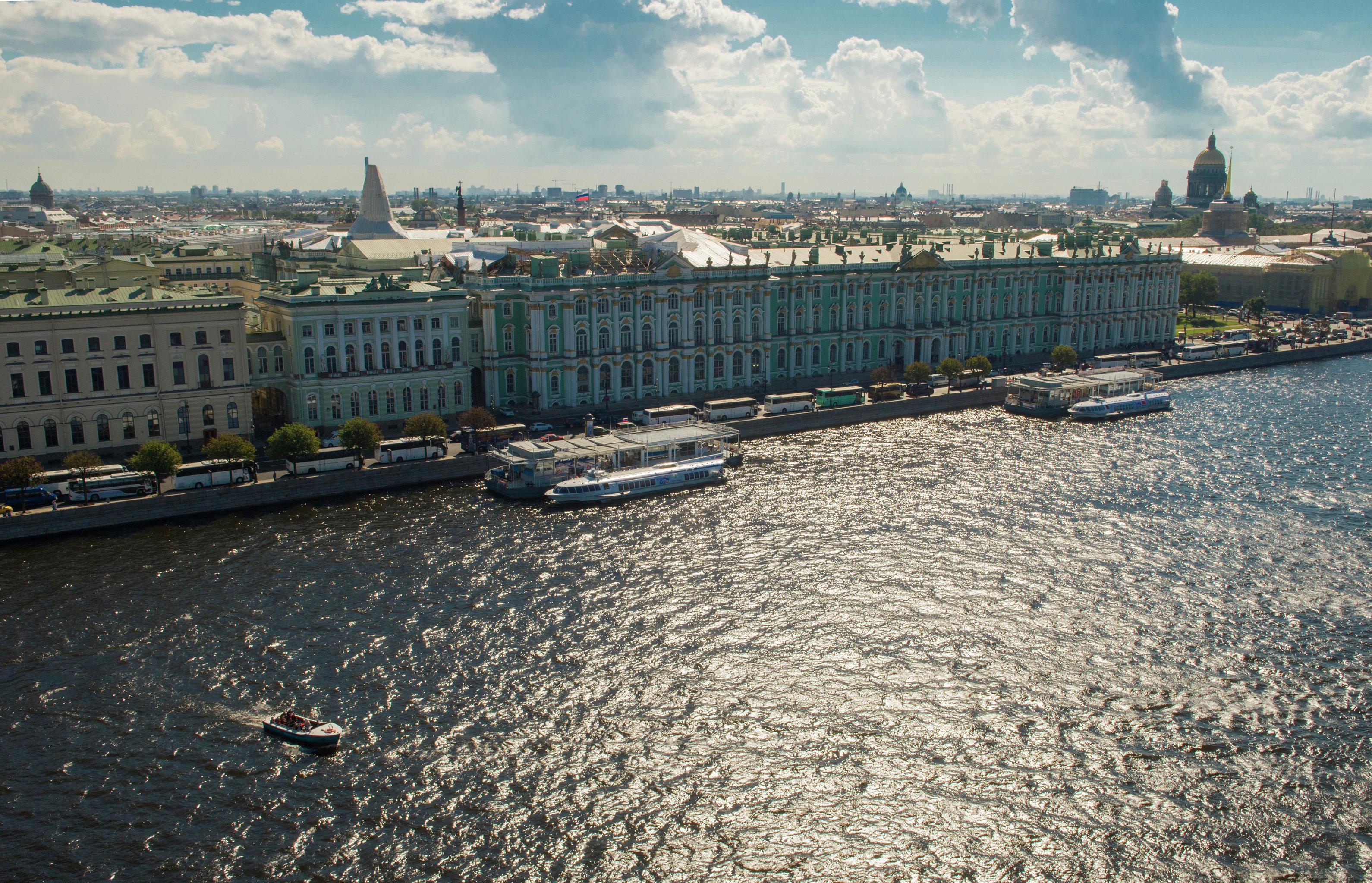 Vista al río Neva y el Museo