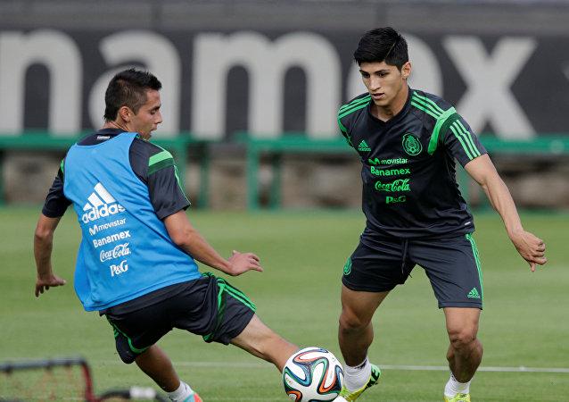 El delantero mexicano Alan Pulido
