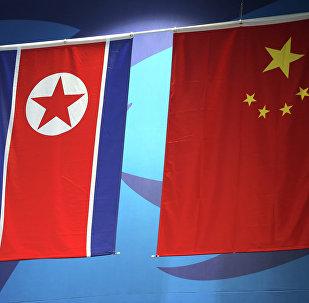 Banderas de China y de Corea del Norte