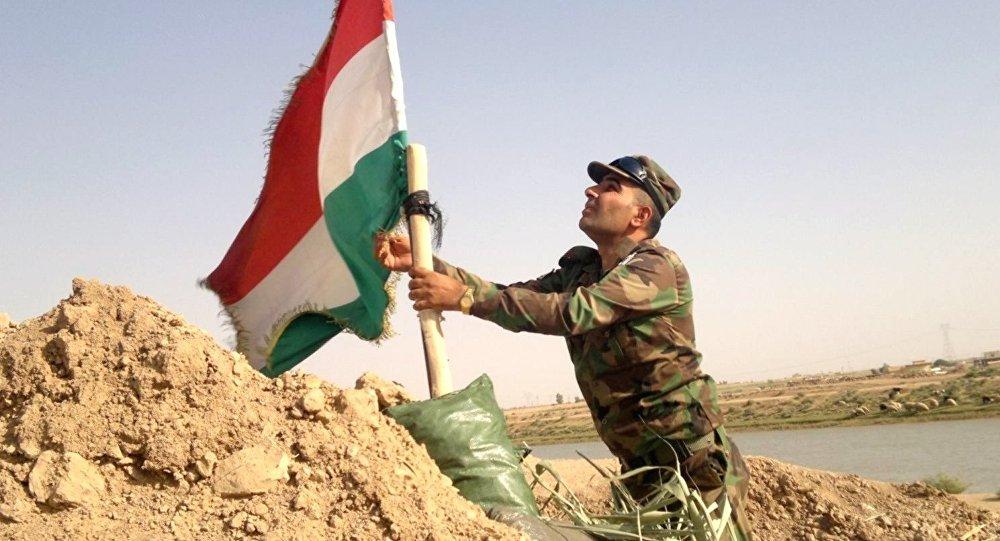 Bandera de los kurdos Peshmerga en Irak