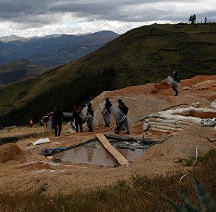 Campo ilegal de extracción de oro en Perú (imagen referencial)