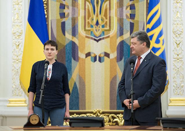 Petró Poroshenko, presidente de Ucrania, y Nadezhda Sávchenko