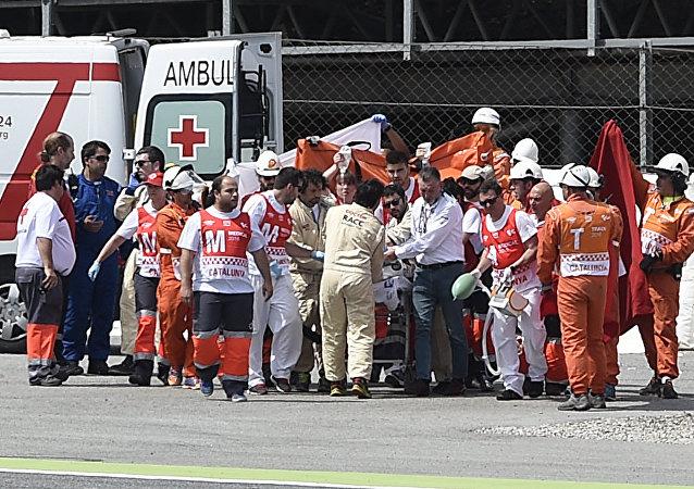 Servicios médicos atienden a Luis Salom tras grave accidente