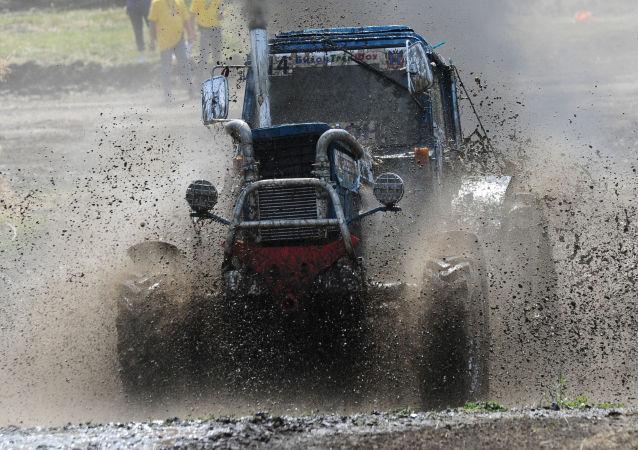 Las impresionantes imágenes de la carrera internacional de tractores Bizon-Track-Show-2016