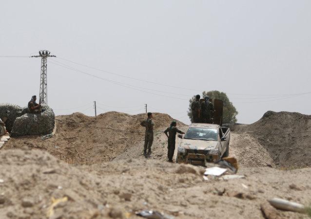 Militares sirios en las afueras de la provinica de al Raqa (archivo)