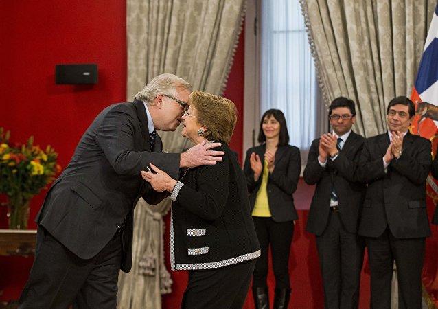 Presidenta de Chile, Michelle Bachelet,y ministro del Interior y Seguridad Pública, Jorge Burgos
