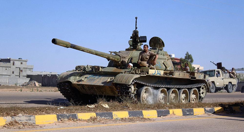 Tanque libio en la operación antiterrorista en la ciudad de Sirte