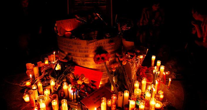 Unos cirios en memoria de la víctimas del atentado en Orlando