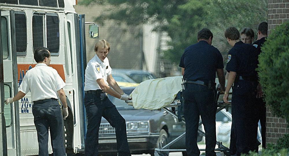 Los policías en el lugar del tiroteo en la oficina postal en Edmond, Oklahoma en 1986 (Archivo)