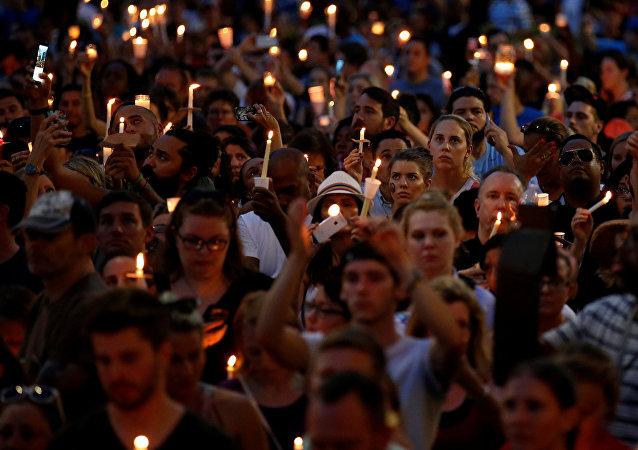 Acción en la memoria de las víctimas en Orlando