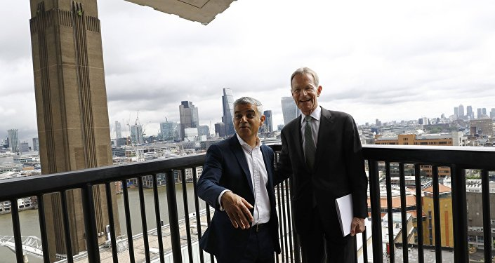 Sadiq Khan, alcalde de Londres, con Nicholas Serota, director del nuevo museo Tate Modern