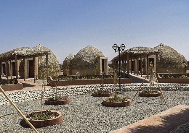 'Kapar': primer hotel iraní hecho de palmas