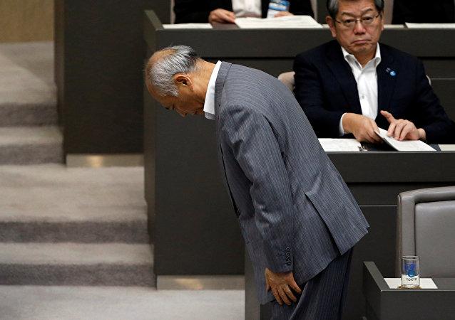 Yoichi Masuzoe, alcalde de Tokio, después de presentar su dimisión