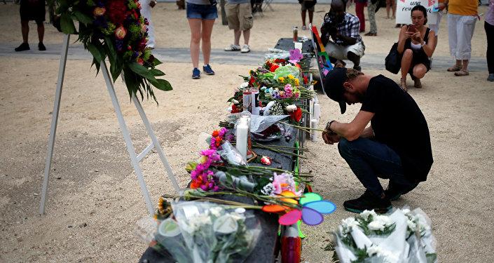 Tributo a las víctimas del atentado en Orlando