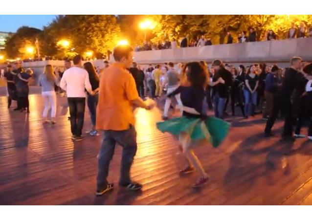 Salsa en el Parque Gorki de Moscú