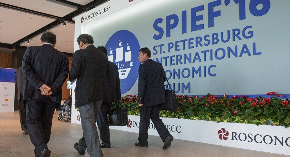 Los participantes del Foro Económico Internacional en San Petersbrugo