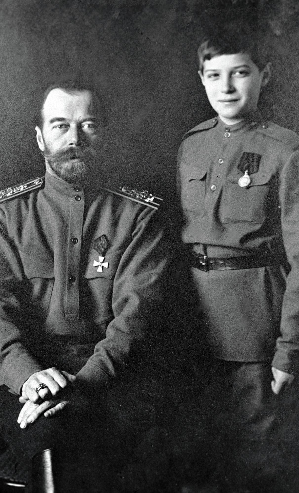 El zar ruso Nicolás II y el zarévich Alexei