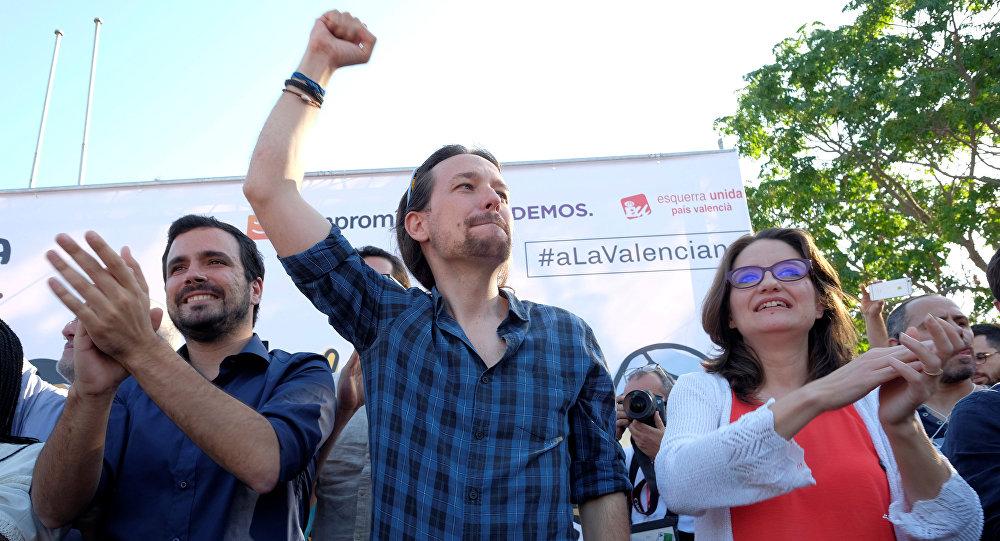 Alberto Garzon, líder del partido Izquierda Unida, Pablo Iglesias, líder del partido Podemos, y Mónica Oltra, portavoz de la coalición Comproís