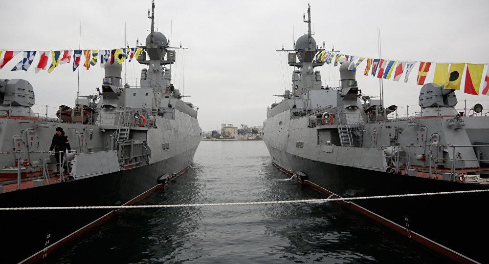 Los cruceros rusos Zeleniy Dol y Sérpujov