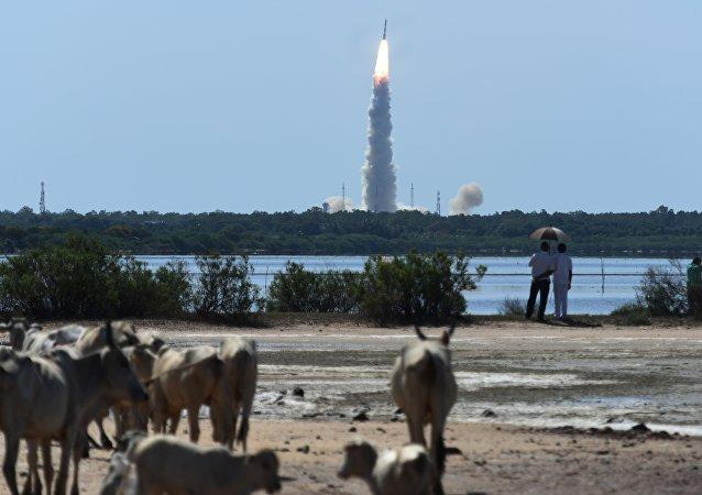 El lanzamiento del cohete indio PSLV-C34