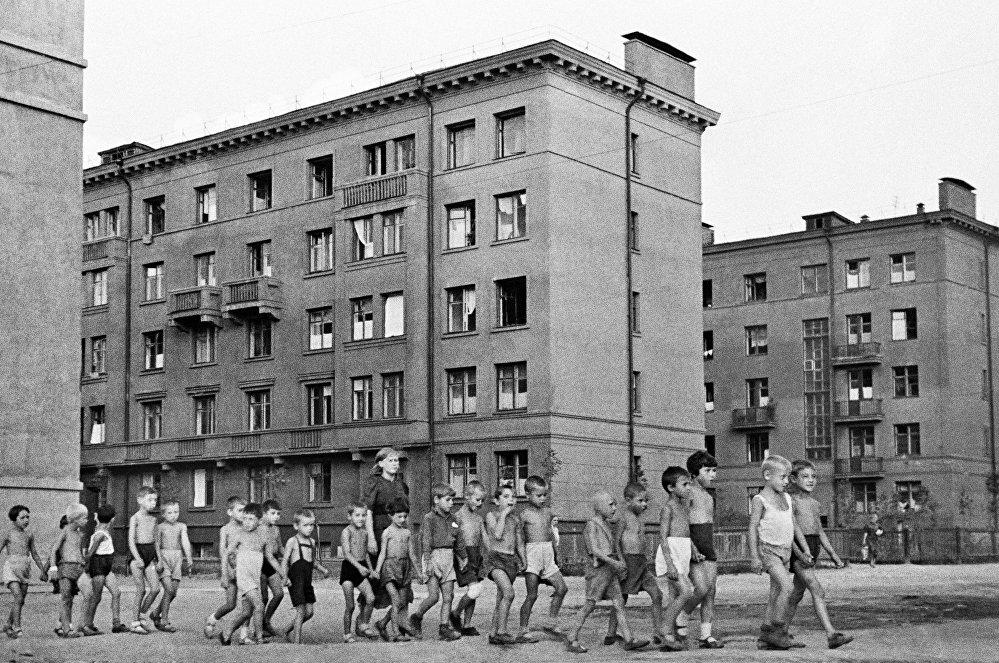 Niños en las calles de la ciudad. Moscú, 23 de junio de 1941