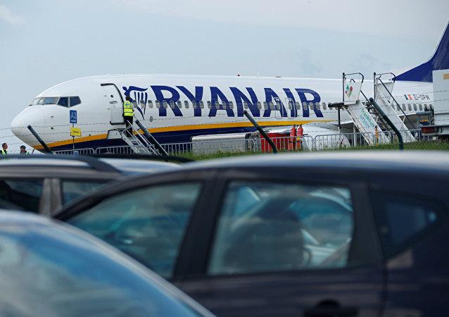 Avión de aerolínea Ryanair en el aeropuerto de Frankfurt