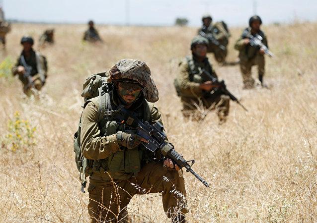 Soldados israelíes durante las maniobras en los Altos del Golán en la frontera con Siria