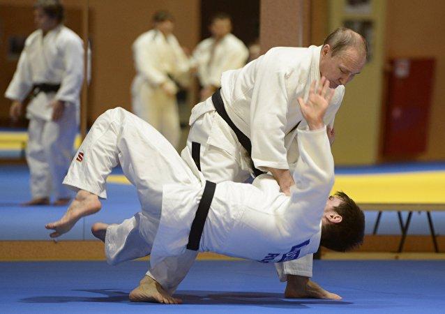Vladímir Putin, presidente de Rusia, practicando judo