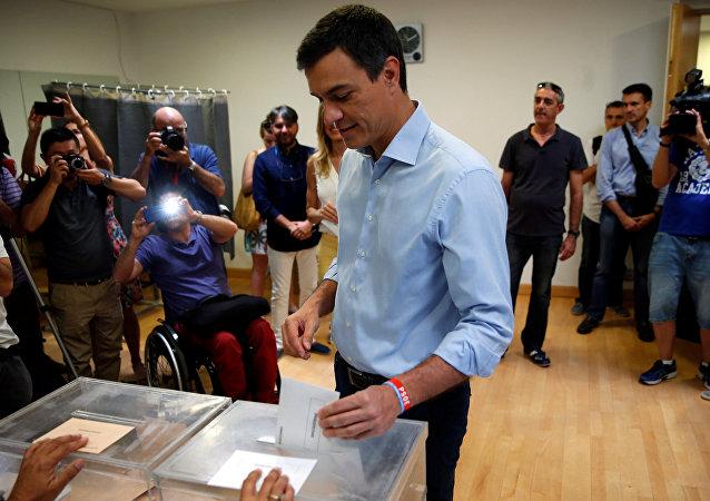 El líder socialista, Pedro Sánchez, vota en las elecciones del 26 de junio