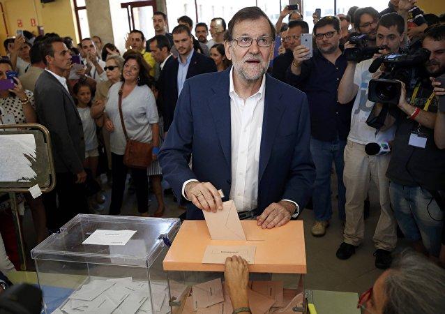 Líder del PP y el presidente del Gobierno español en funciones, Mariano Rajoy, vota en Madrid