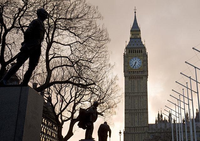 La Torre del Reloj en Londres, la capital del Reino Unido