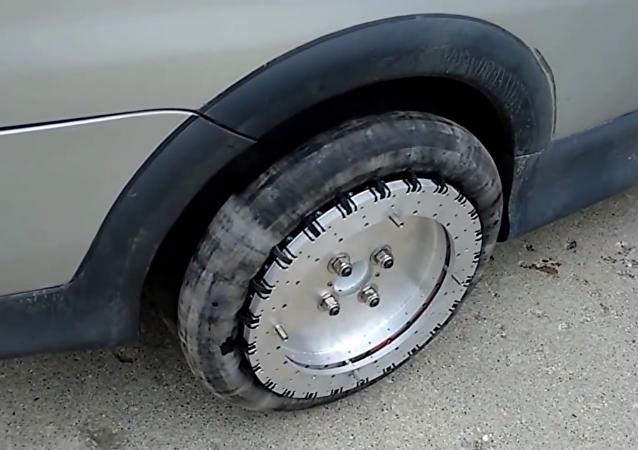Neumático revolucionario facilita aparcar en línea