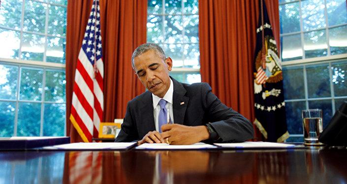Barack Obama, el presidente de EEUU, firma la ley sobre Puerto Rico