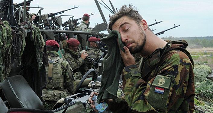 Soldado holandés durante las maniobras de la OTAN (Archivo)