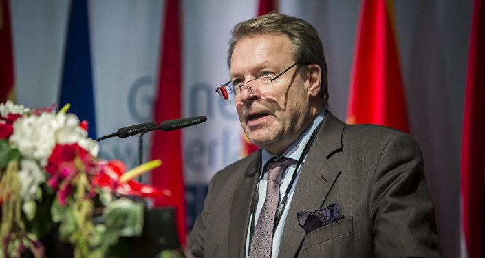 Ilkka Kanerva, presidente del Comité de Defensa finlandés