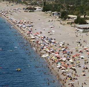 La playa de la ciudad de Antalia, Turquía