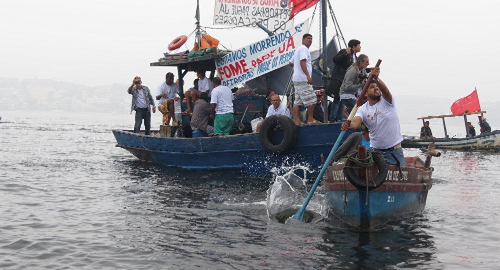 Pescadores brasileños protestan contra la contaminación de la bahía de Guanabara