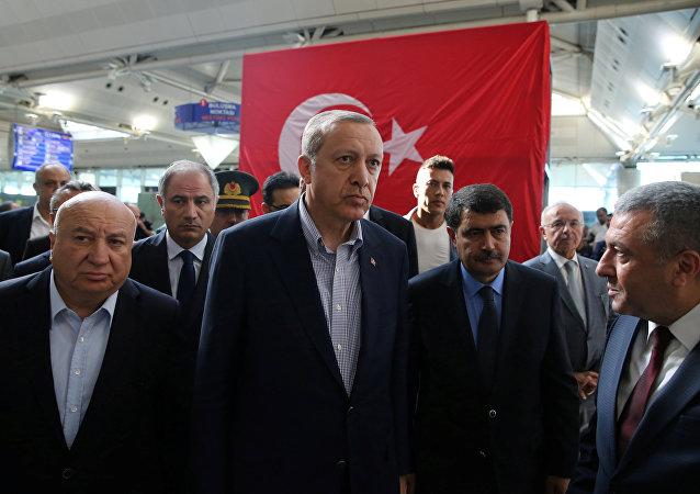 Recep Tayiip Erdogan, el presidente de Turquía, en el aeropuerto Ataturk en Estambul