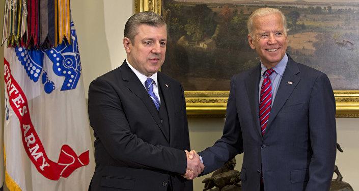 Primer ministro de Georgia, Giorgi Kvirikashvili y su homólogo estadounidense, Joe Biden