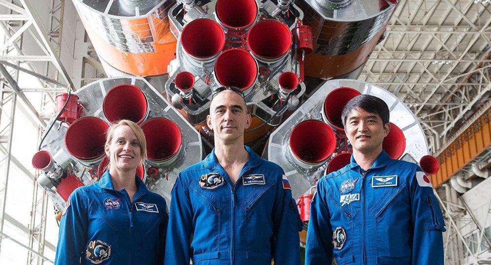 La nueva tripulación de Soyuz MS: la estadounidense Kathleen Rubins, el ruso Anatoli Ivanishin  y el japonés Takuya Onishi