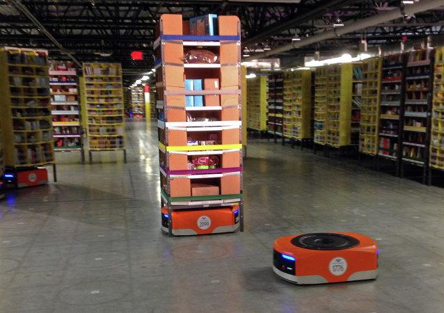 Un robot trabajando en los almacenes de Amazon