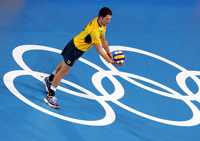 El voleibolista brasileño, Gustavo Endres, durante los JJOO de Atenas 2004