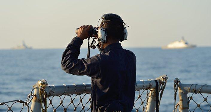 Un militar estadounidense durante las maniobras Sea Breeze en el mar Negro (archivo)