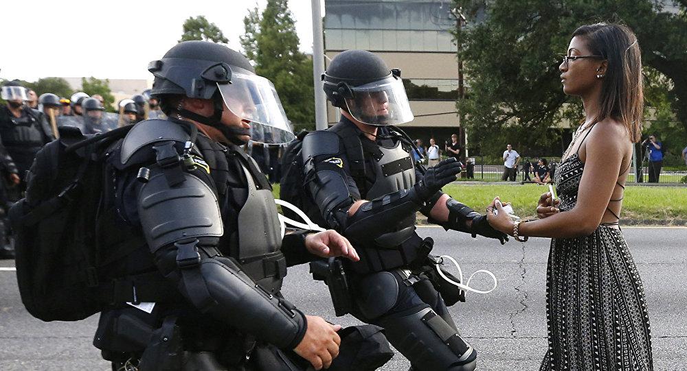 Leisha Evans, una enfermera afroamericana de Nueva York, protesta contra la violencia policial