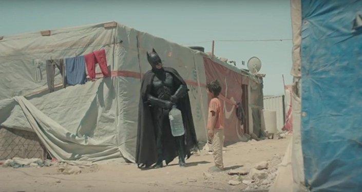 Niño sirio y Batman