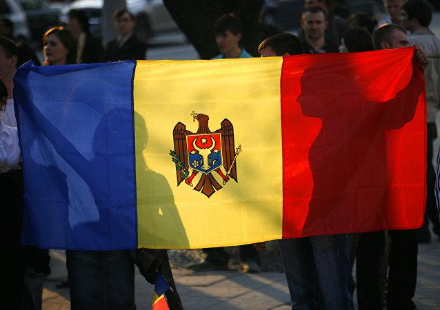 La bandera nacional de Moldavia (archivo)
