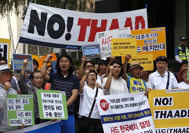 Protestas en Seul por el despliegue del escudo antimisiles THAAD